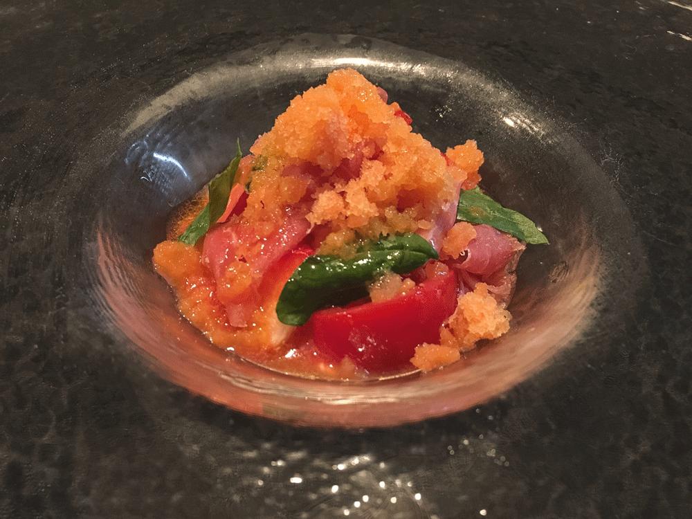 徳島県産フルーツトマトのカプレーゼとイチゴのスープ、ブラッドオレンジのグラニテを添えて